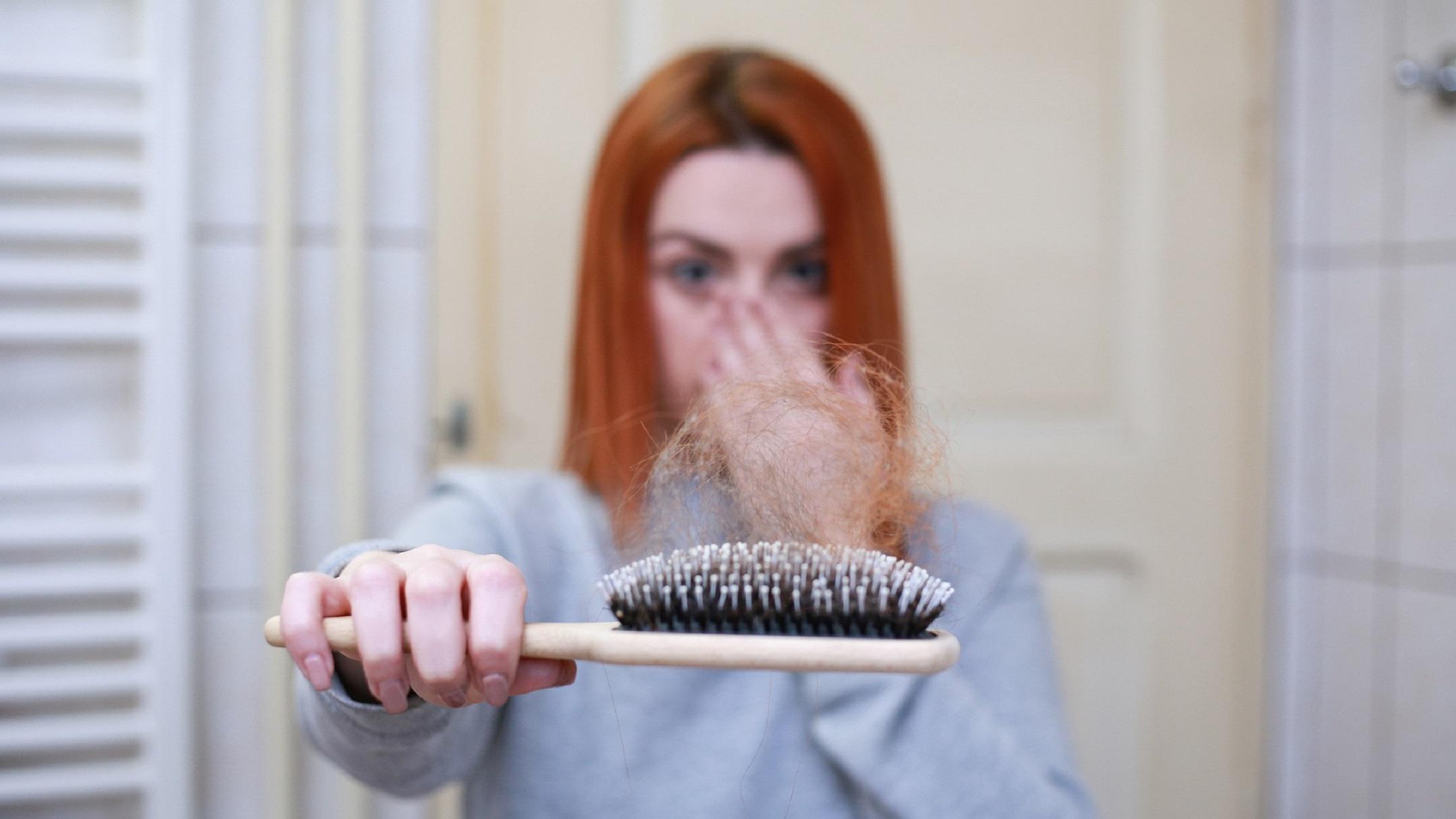 Trápí vás vypadávání vlasů? Známe způsob, jak řídnutí vlasů zabránit